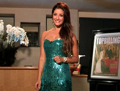 Jeannie D sparkles in green