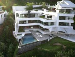 Top Billing features a Somerset West mansion